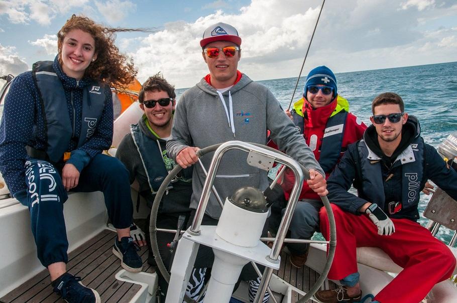 Cinq étudiants de l'ENSICAEN  à la Course Croisière EDHEC