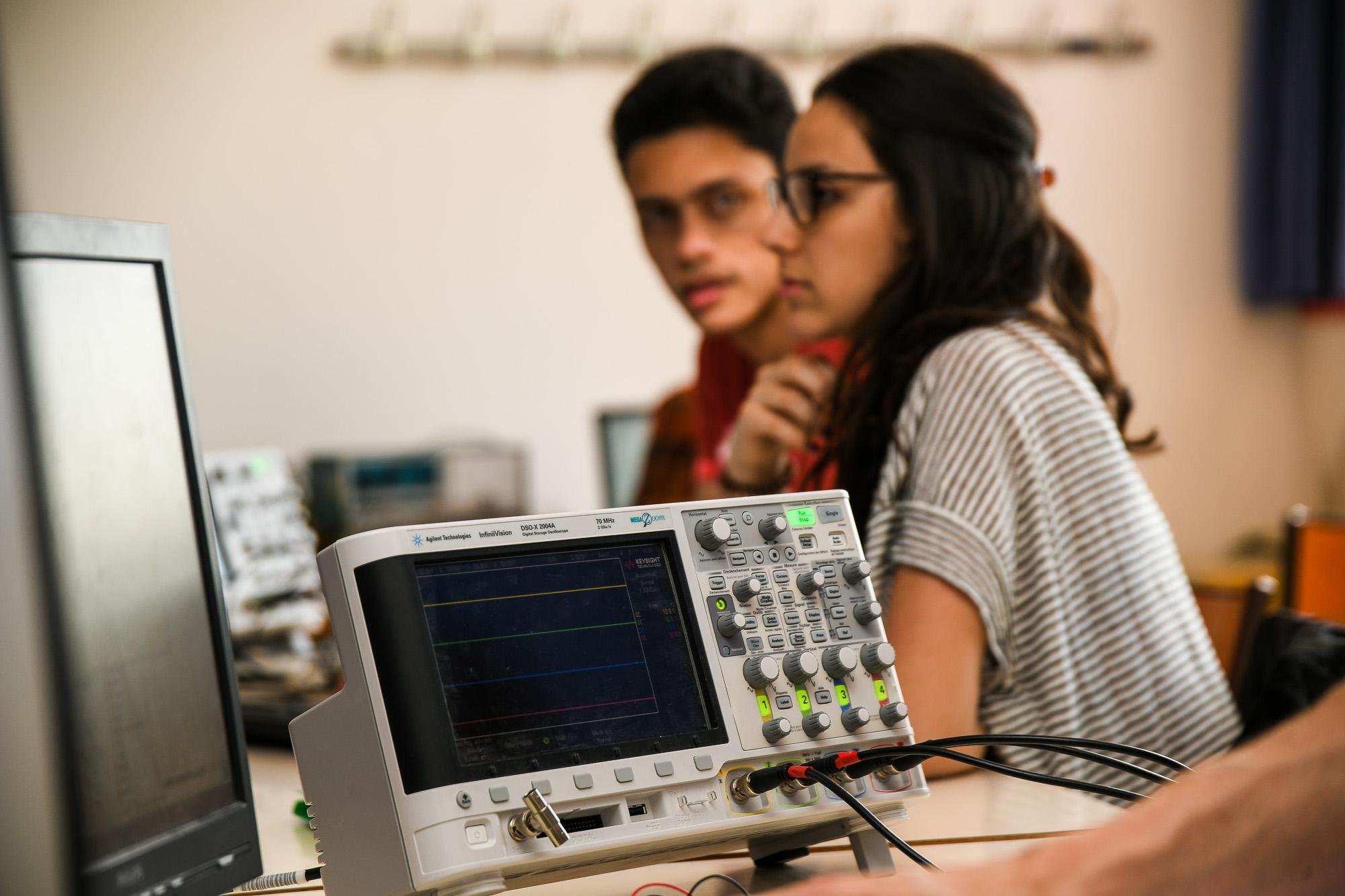 Électronique communicante et systèmes embarqués